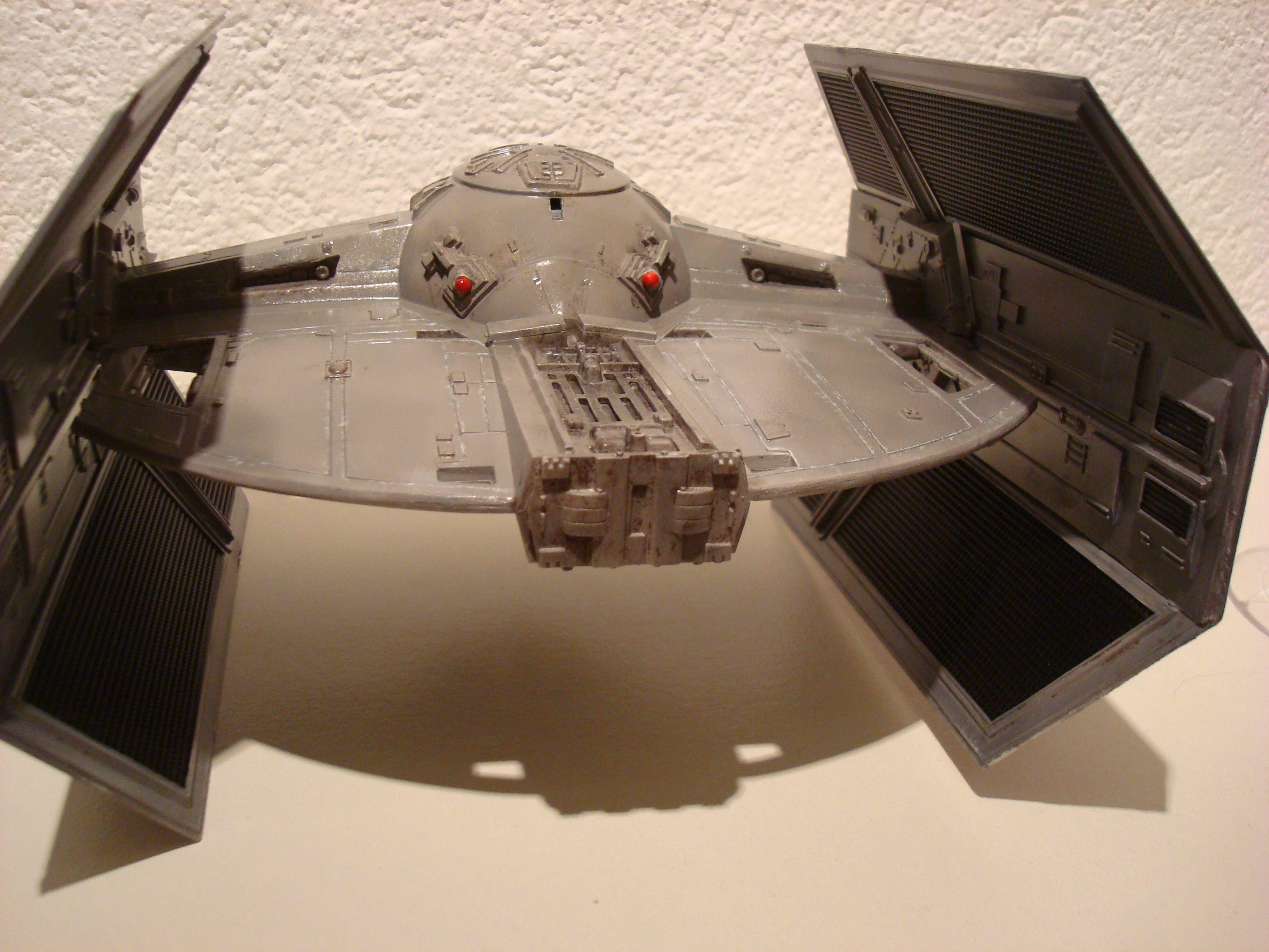 Tie fighter X-1 (premiers essais à l'airbrush)  Dsc01081qz