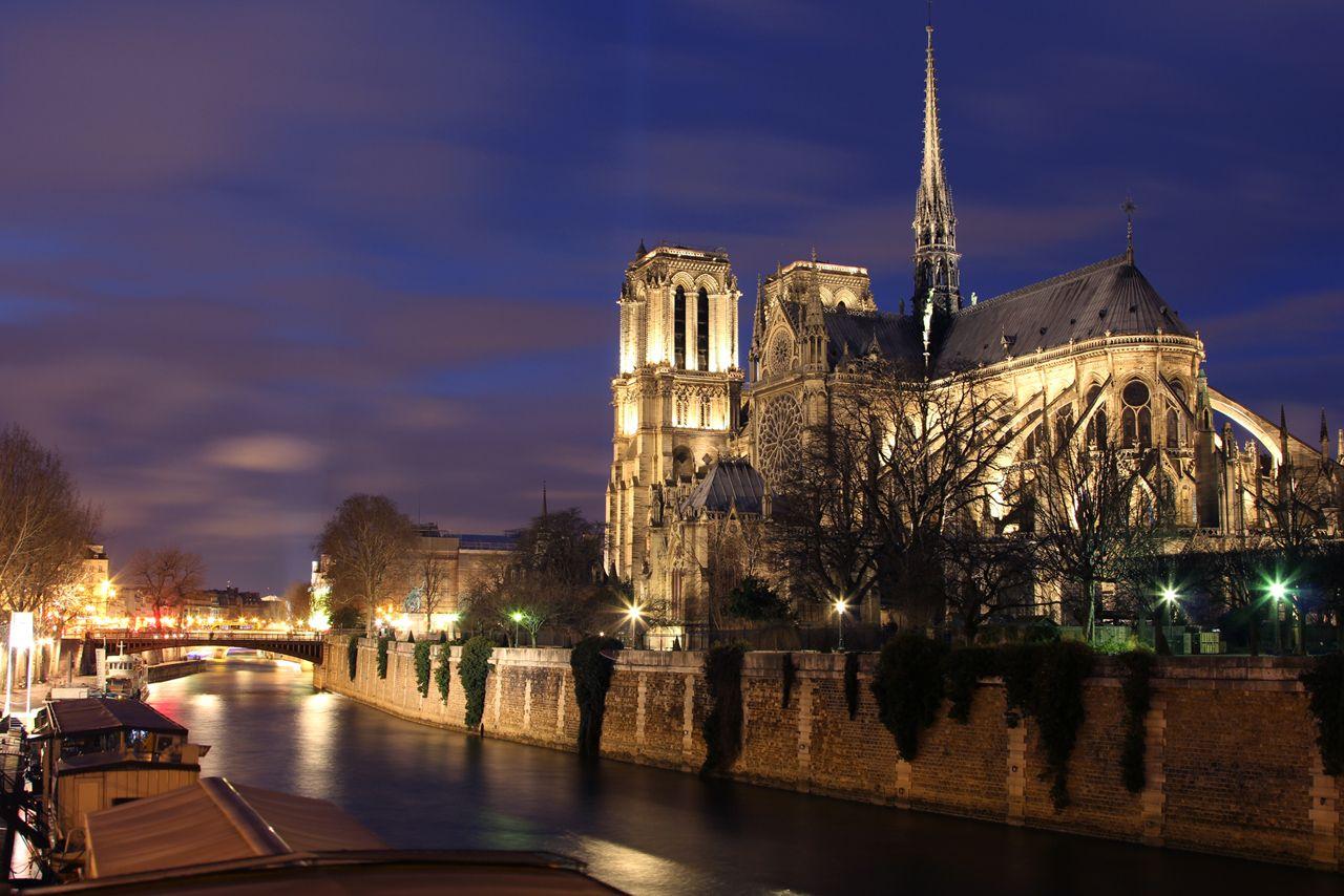 Notre dame de Paris by night  Ffti