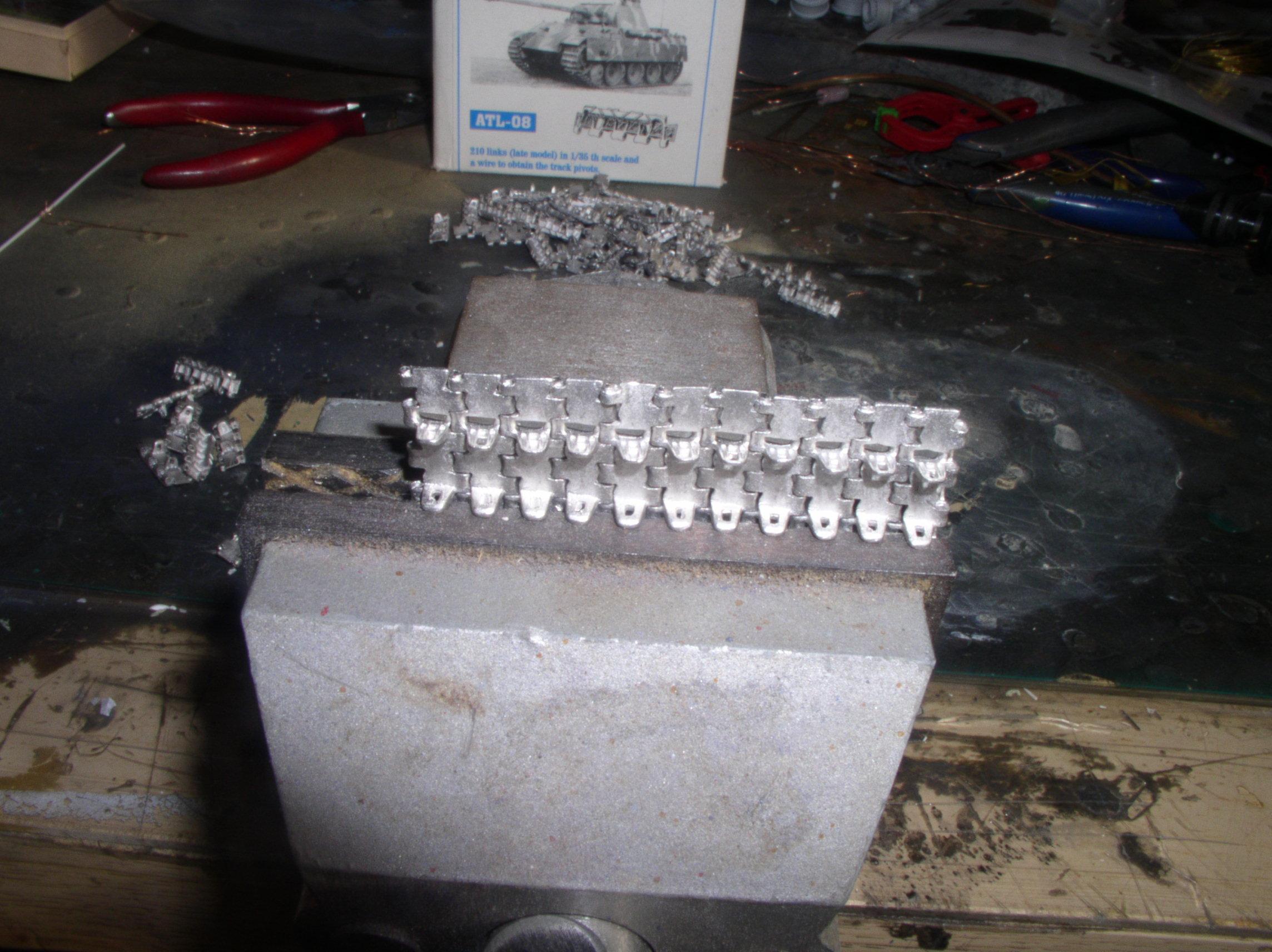 Assemblage des chenilles fruil sans prise de téte 44845888