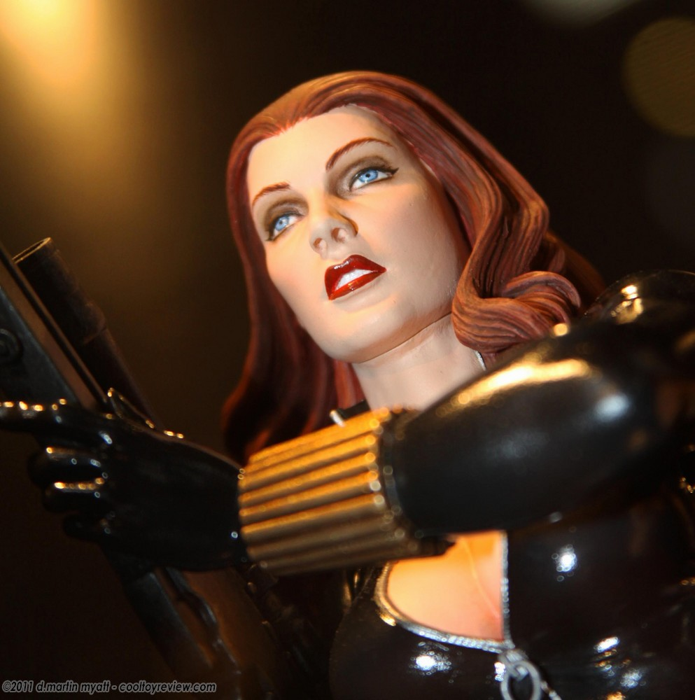 BLACK WIDOW MINI BUST GENTLE GIANT  Img9751q