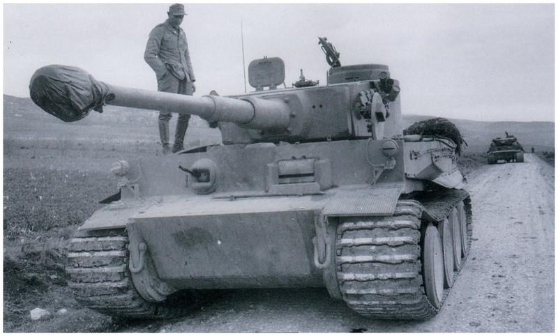 Tiger I du sPzAbt. 501 en Tunisie 1943 Tigerinr121suividu122sp