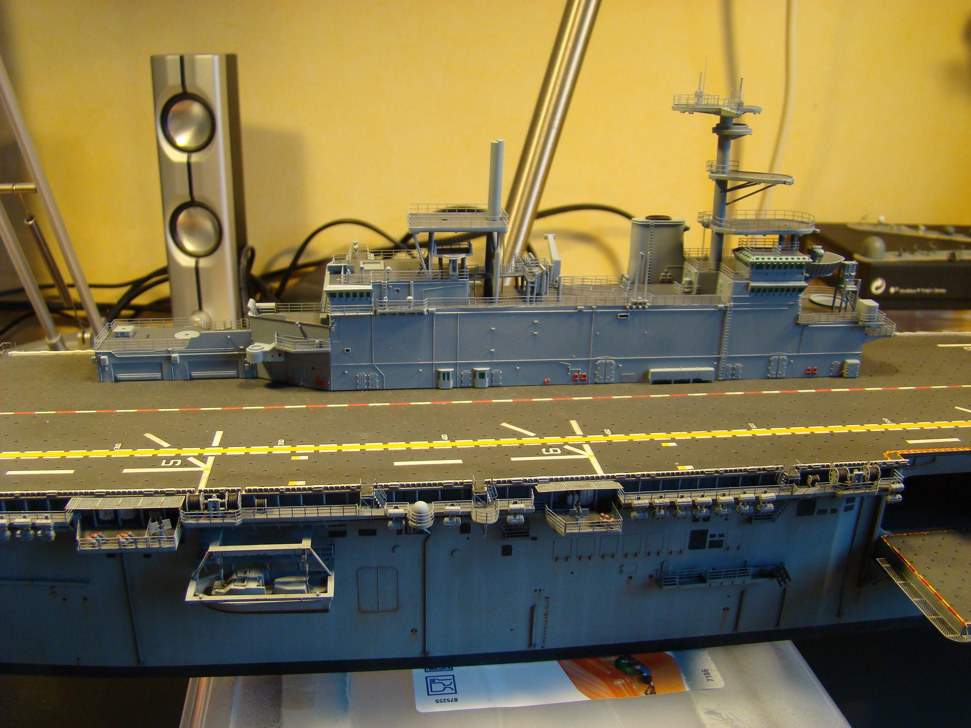 USS WASP LHD-1 au 1/350ème - Page 3 Dsc09109i