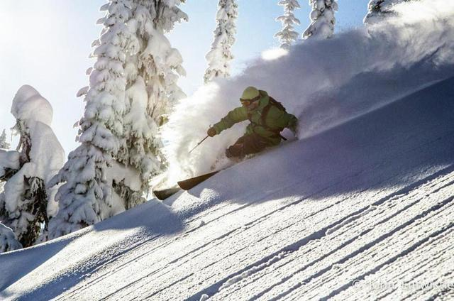 Fin de temporada de esquí en una cabaña perdida en las Rocosas Canadienses 10jp