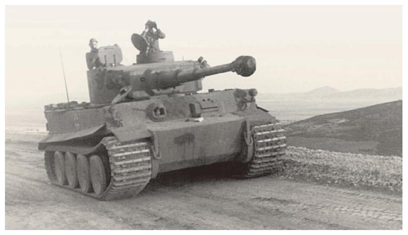 Tiger I du sPzAbt. 501 en Tunisie 1943 Tigerinr121spzabt501tun