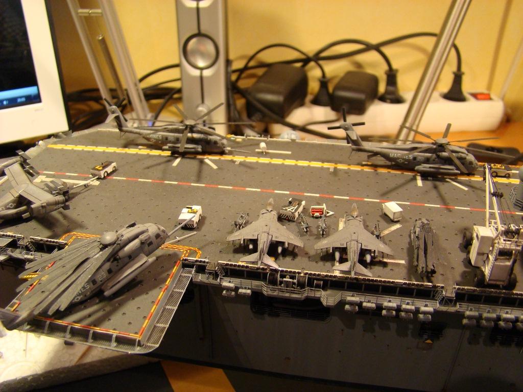 USS WASP LHD-1 au 1/350ème par nova73 - Page 8 Dsc09125yp