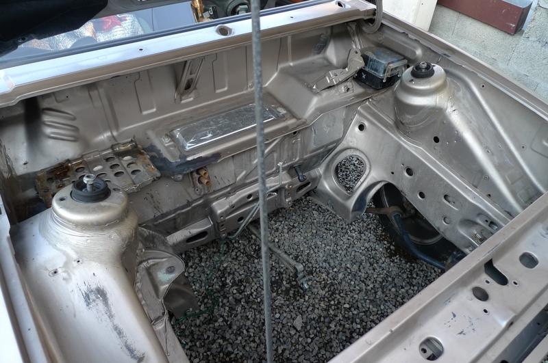 Reconversion de mon Escort MK3 Ghia en Escort RS 1600i - Page 5 P1040969e