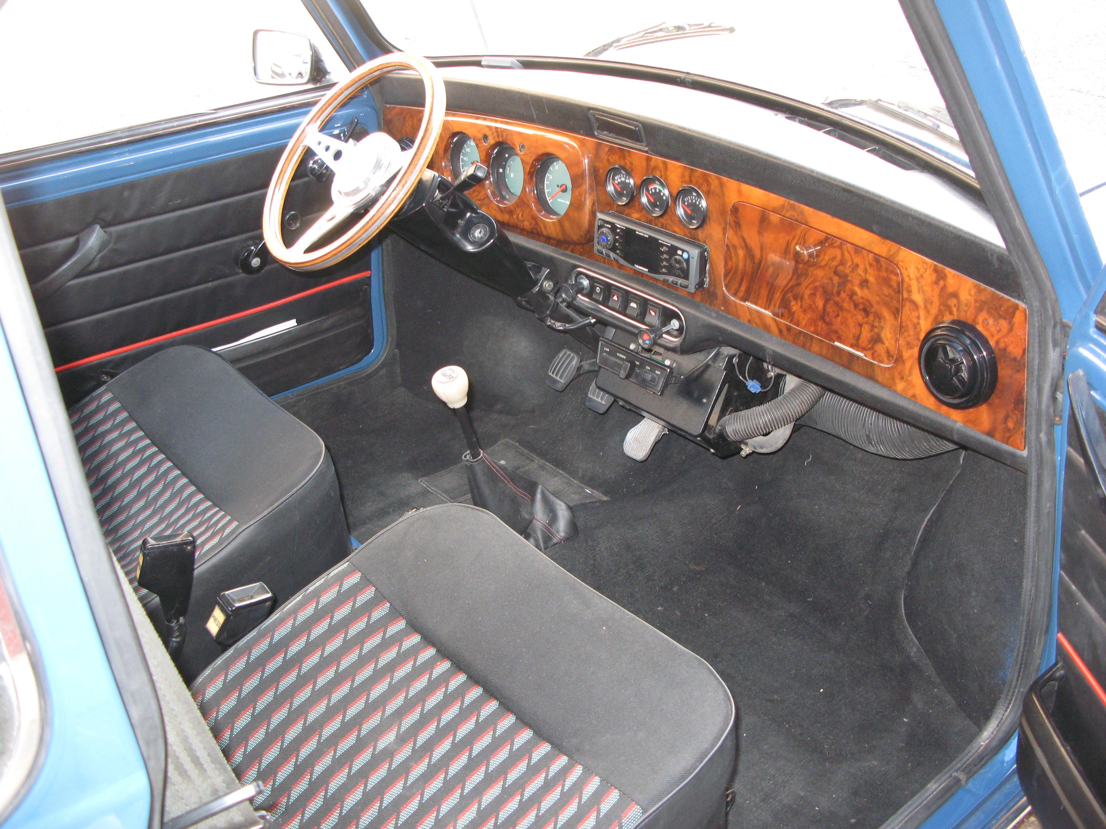 Liégeois en Mini 1000 de 1979... peut-être Img3541w