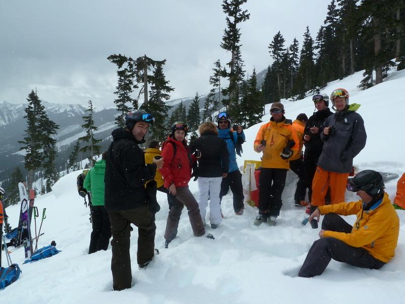Fin de temporada de esquí en una cabaña perdida en las Rocosas Canadienses Ej8c