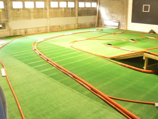 BLACK COUNTRY ARENA Première piste Indoor TT permanente en Belgique - Page 2 P1050980