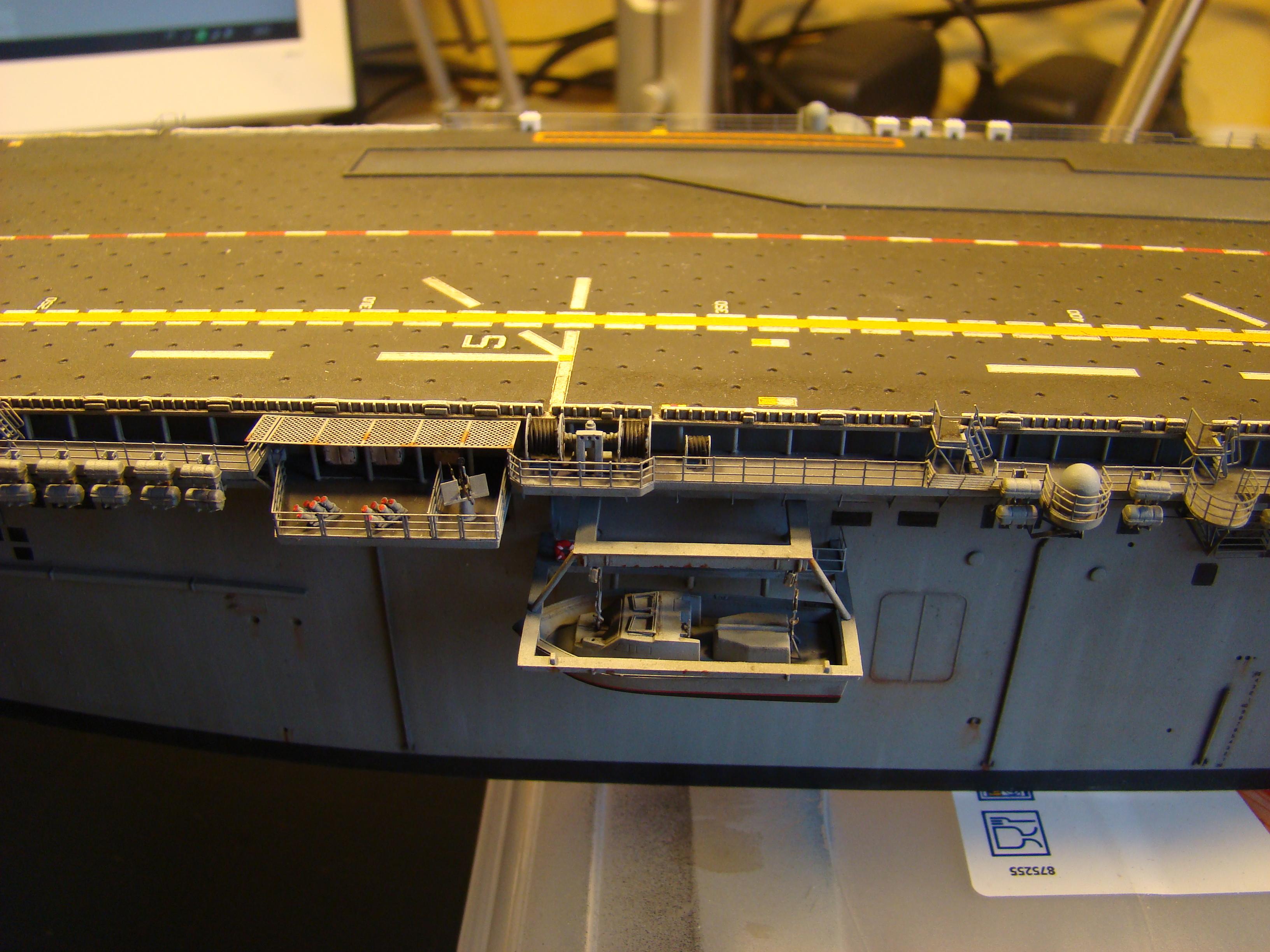 USS WASP LHD-1 au 1/350ème - Page 3 Dsc09105n