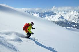 Fin de temporada de esquí en una cabaña perdida en las Rocosas Canadienses 40c2
