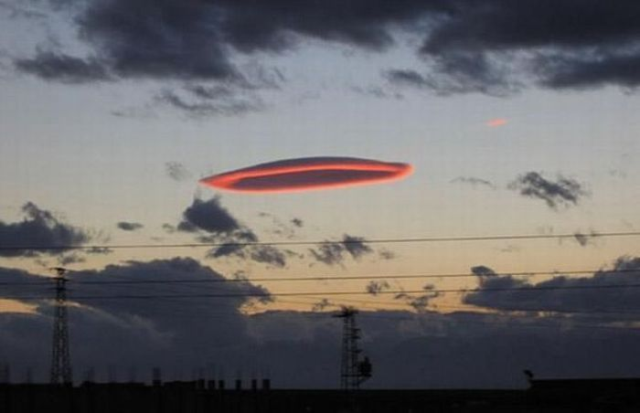 nuages lenticulaires ! - Page 2 Lenticularcloud