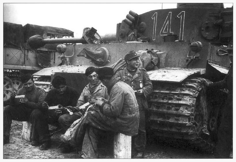 Tiger I du sPzAbt. 501 en Tunisie 1943 Tigerinr141spzabt501pau