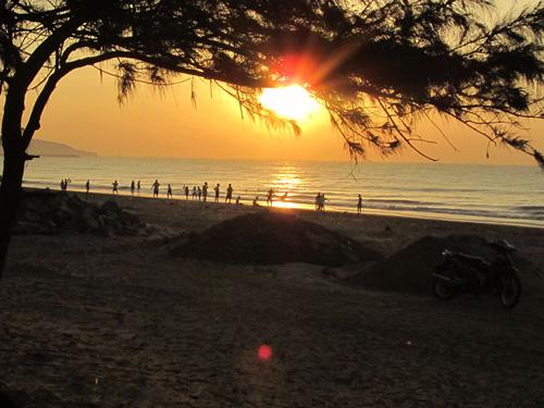 Rạng rỡ bình minh trên biển Phan Thiết 1324691494hoanghontrend