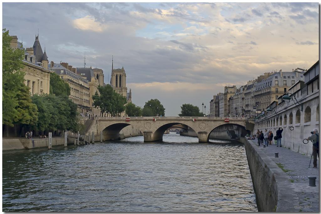 A Paris au mois d'août.  - Page 12 Jp116071024