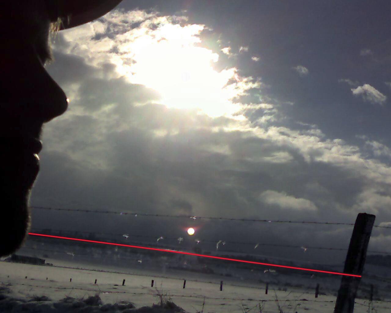 2010: le 17/12 à 13h - observation d'une boule de feu - Meuse  - Page 2 Num313h0417dec10reflet