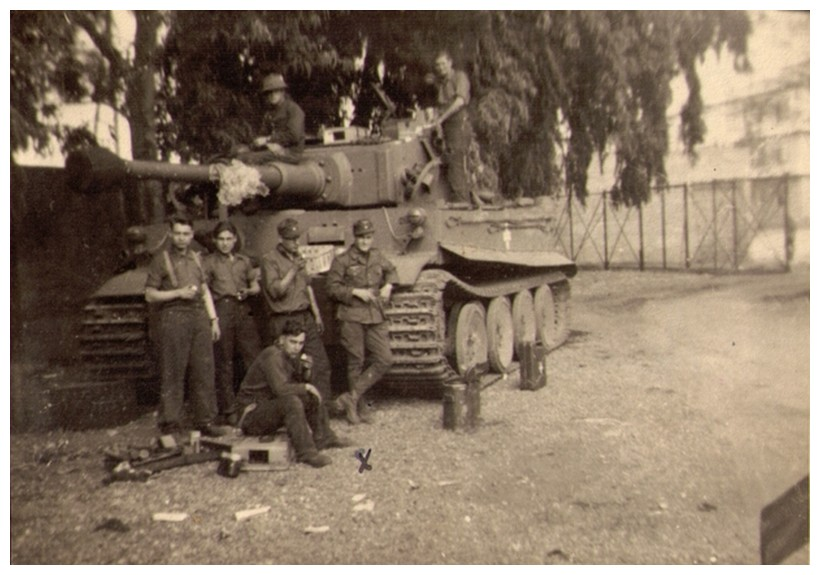 Tiger I du sPzAbt. 501 en Tunisie 1943 Tigerinr01spzabt501stab