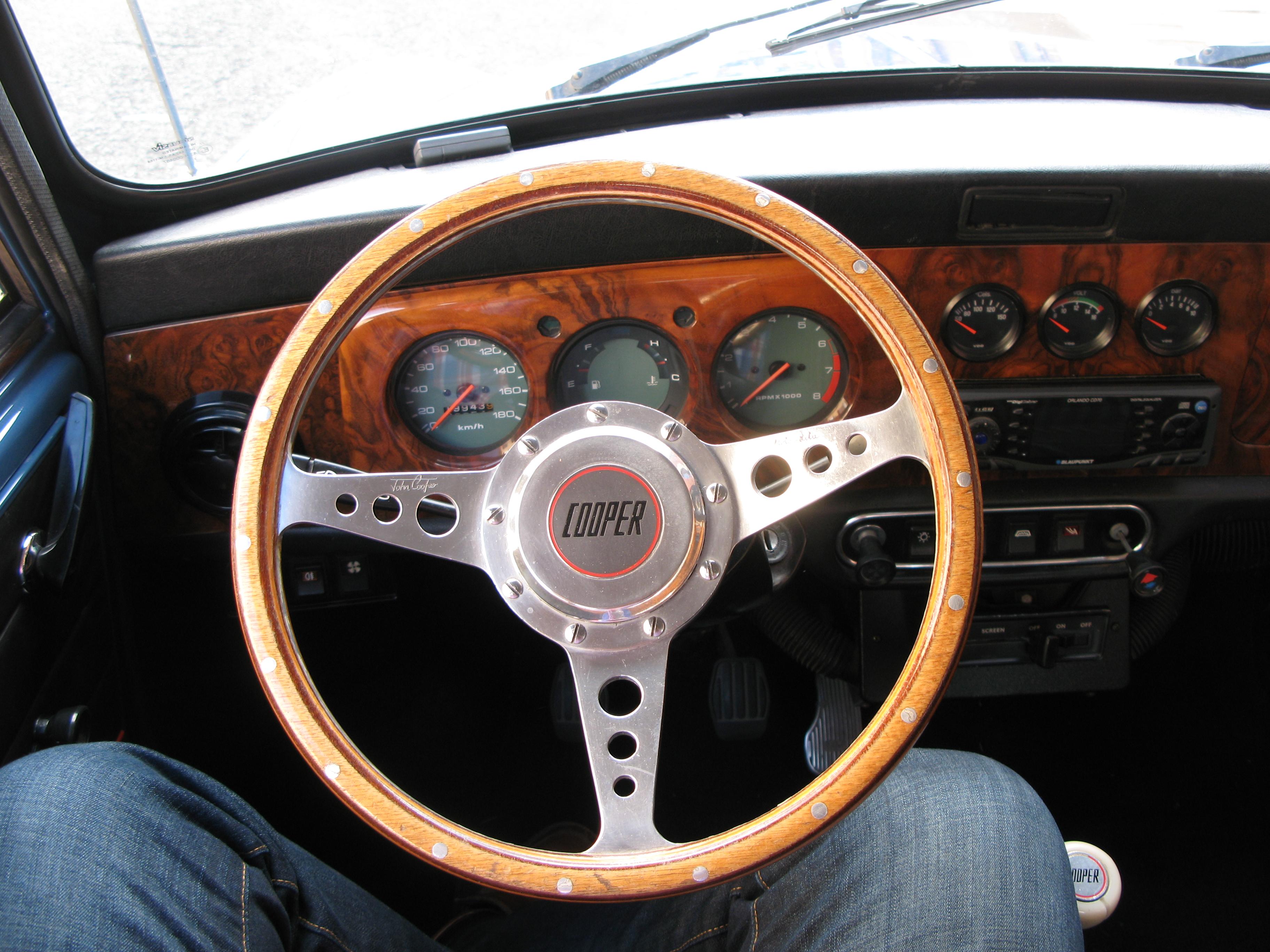 Liégeois en Mini 1000 de 1979... peut-être Img3536y