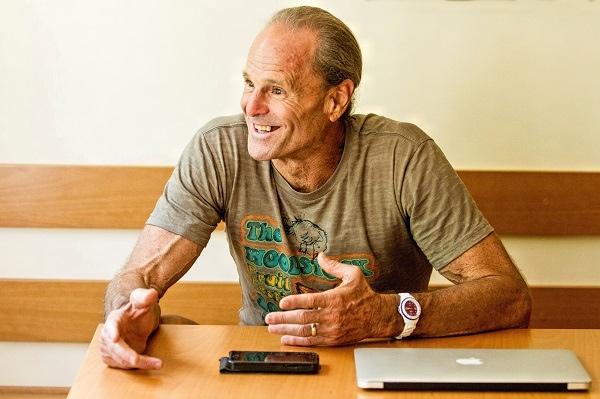 Entrevue avec le Dr Douglas Graham ( 80/10/10 ) VQ5LrO