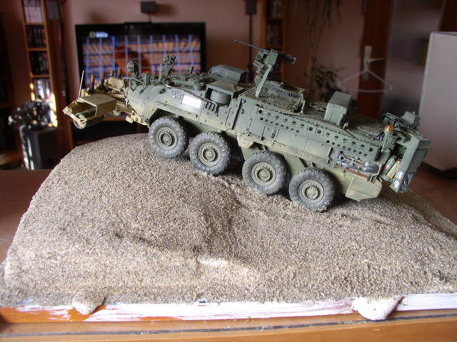 Stryker 1132 mine roller 1/35 Trumpeter Dio terminé - Page 3 102ptq