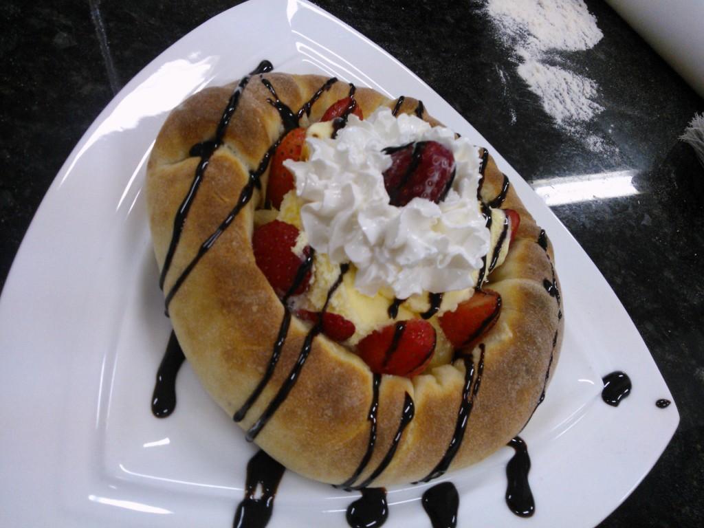 Maravilhas de pizzas e variedades feitas nos cursos do mês de  junho na escola do Fórum de Pizzas com o Cheff Hassin. Md7suF