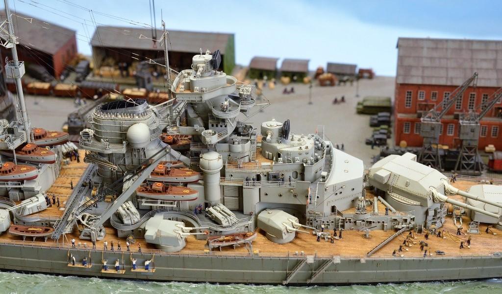 Grande grue 250 t port de Hambourg et Bismarck Revell au 1/350 - Page 11 3eztSB