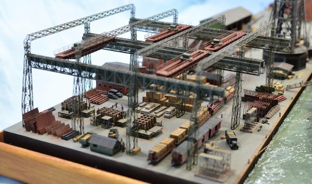 Grande grue 250 t port de Hambourg et Bismarck Revell au 1/350 - Page 11 8C4V3d