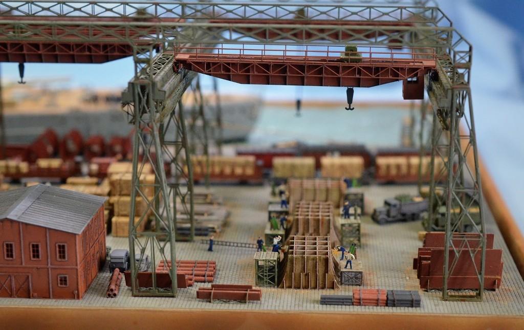 Grande grue 250 t port de Hambourg et Bismarck Revell au 1/350 - Page 11 K3ZcCQ