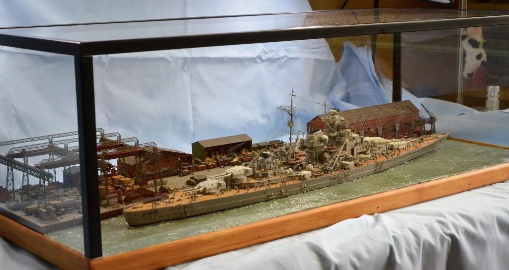 Grande grue 250 t port de Hambourg et Bismarck Revell au 1/350 - Page 11 SwUEJE
