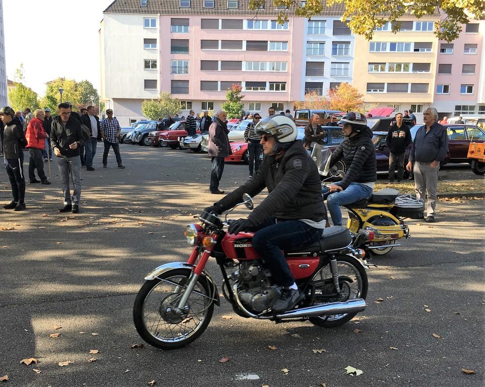 Ici le CR et les Photos du Rétro-Rencard à Strasbourg-Meinau du 8.10.2018 3m5cqK