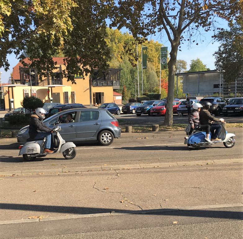 Ici le CR et les Photos du Rétro-Rencard à Strasbourg-Meinau du 8.10.2018 7Tzbgx