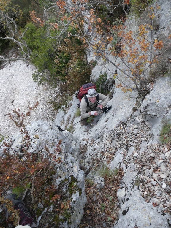 Lubéron-Vallon de l'Arc-Arche du Portalas-Jeudi 9 novembre 2017 HYhJB1