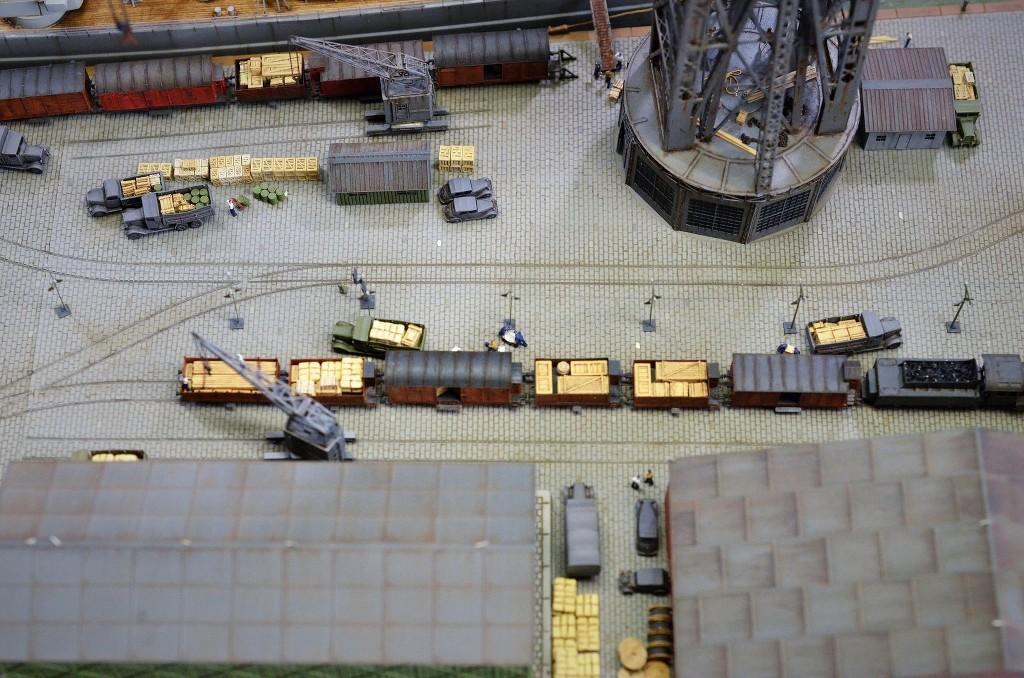 Grande grue 250 t port de Hambourg et Bismarck Revell au 1/350 - Page 11 QZUHre