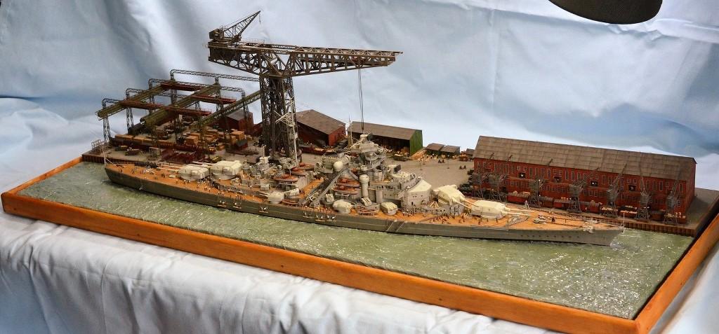 Grande grue 250 t port de Hambourg et Bismarck Revell au 1/350 - Page 11 FEnBjk