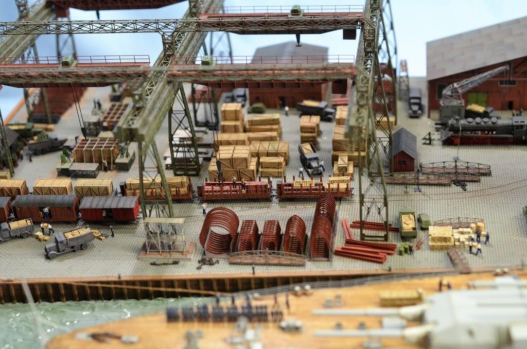 Grande grue 250 t port de Hambourg et Bismarck Revell au 1/350 - Page 11 CuPzO6