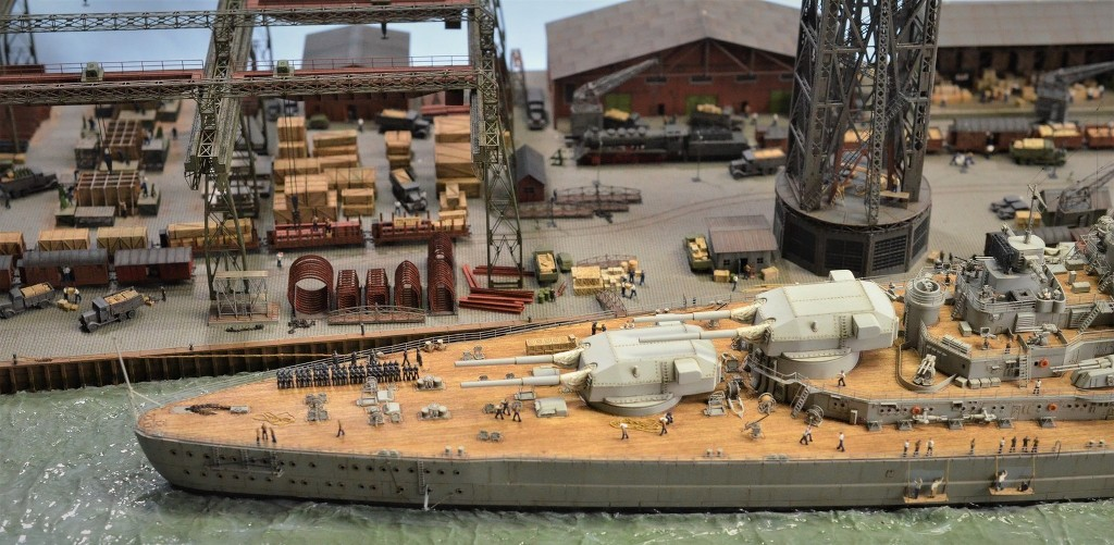 Grande grue 250 t port de Hambourg et Bismarck Revell au 1/350 - Page 11 WHyBmj