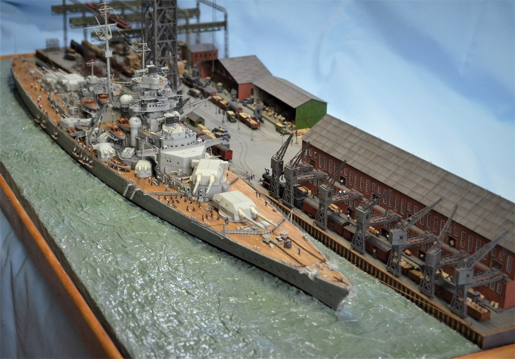 Grande grue 250 t port de Hambourg et Bismarck Revell au 1/350 - Page 11 SSgLJK