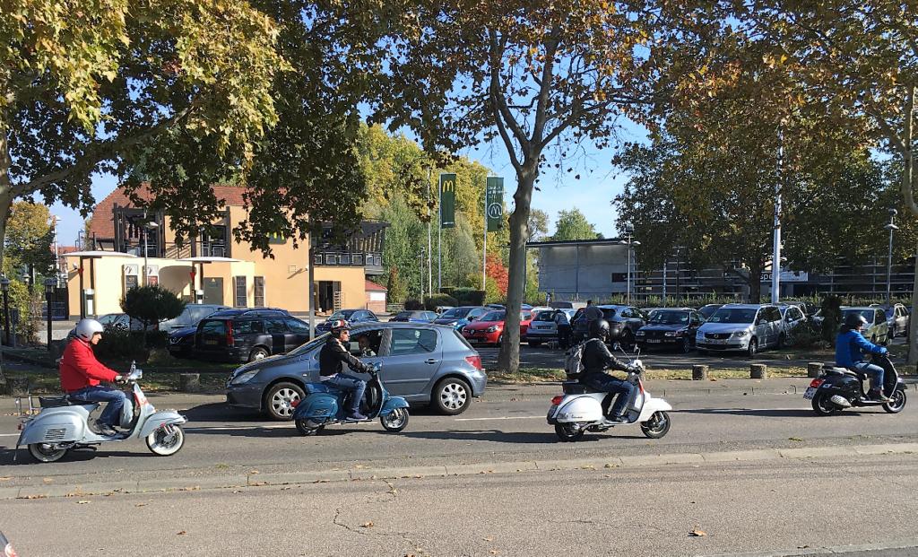 Ici le CR et les Photos du Rétro-Rencard à Strasbourg-Meinau du 8.10.2018 PhINf2