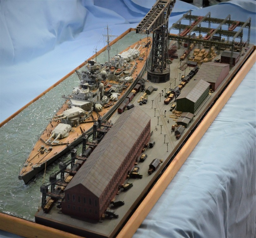 Grande grue 250 t port de Hambourg et Bismarck Revell au 1/350 - Page 11 Wu6u7N