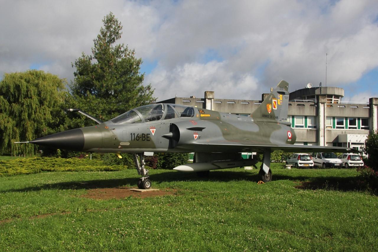 Les pots de fleurs de la base aérienne de Villacoublay Sz1vk