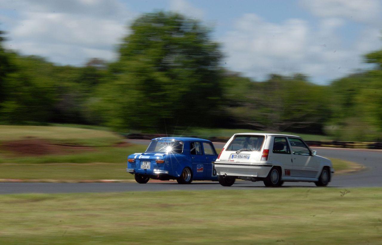 Les 30 ans de la Super 5 GT Turbo à La Châtre PksvS7
