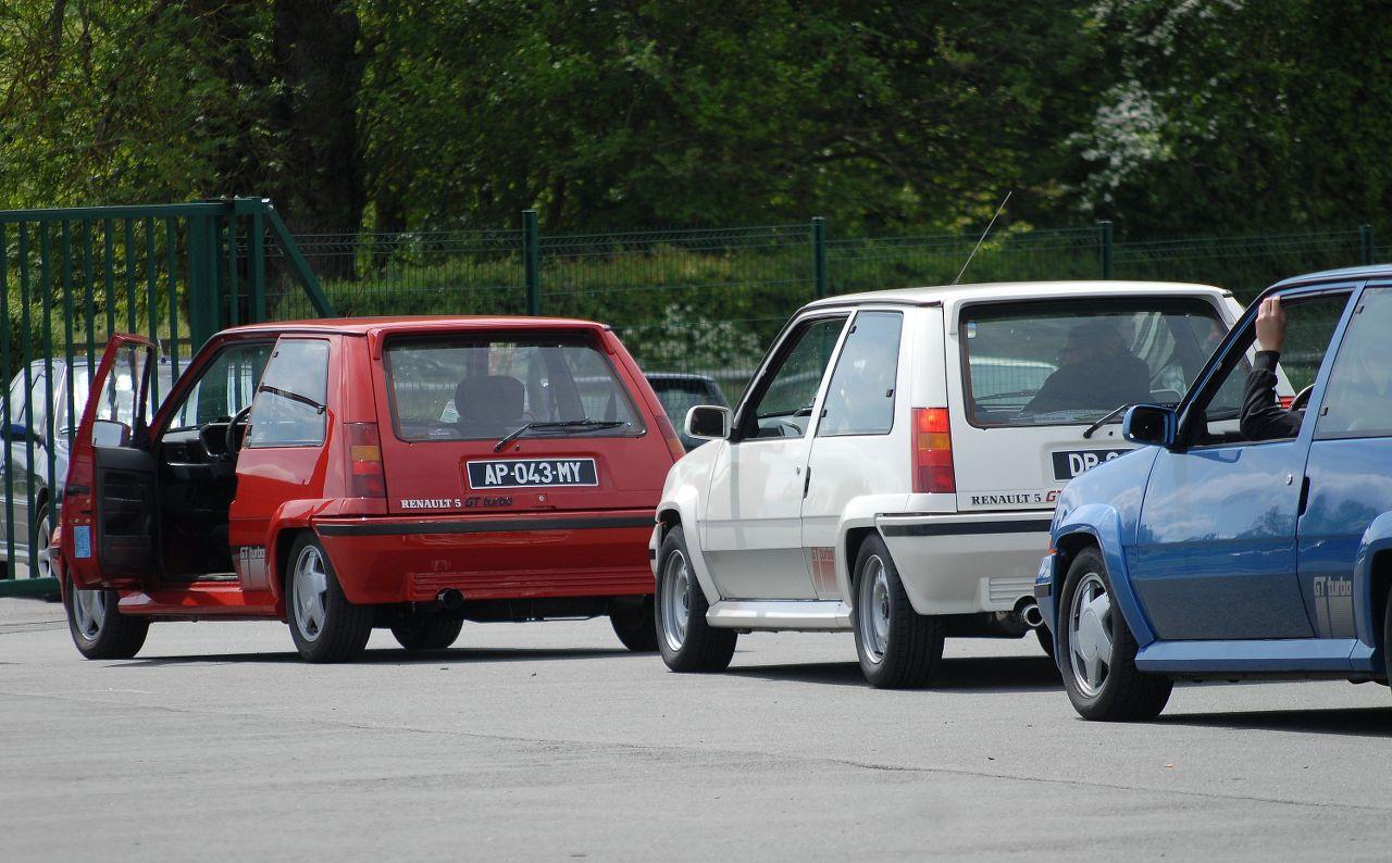Les 30 ans de la Super 5 GT Turbo à La Châtre Awly5g