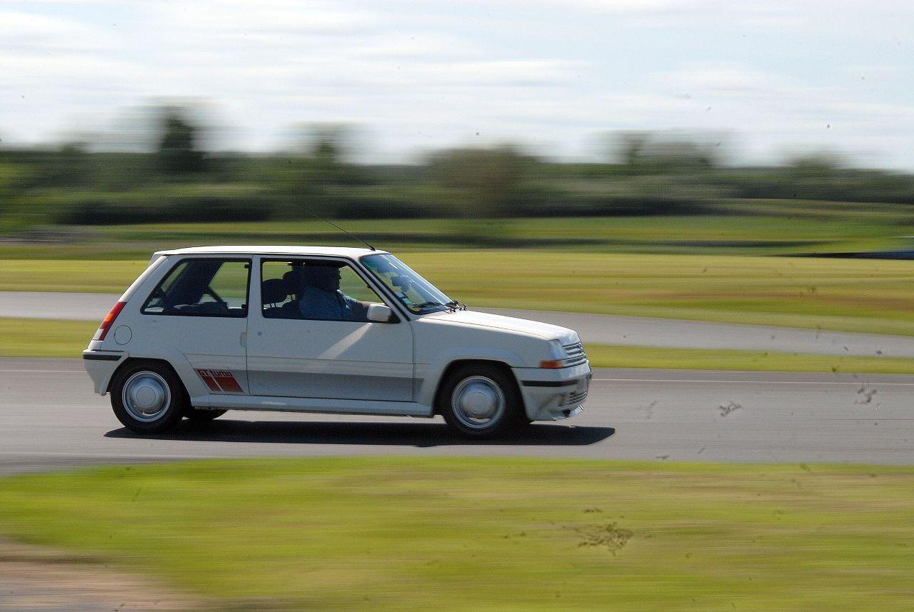 Les 30 ans de la Super 5 GT Turbo à La Châtre HWy9ca