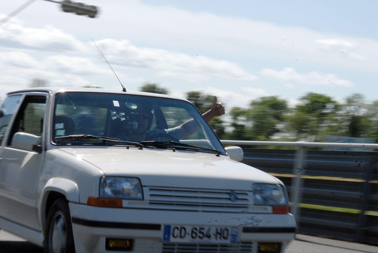 Les 30 ans de la Super 5 GT Turbo à La Châtre RoIWbJ