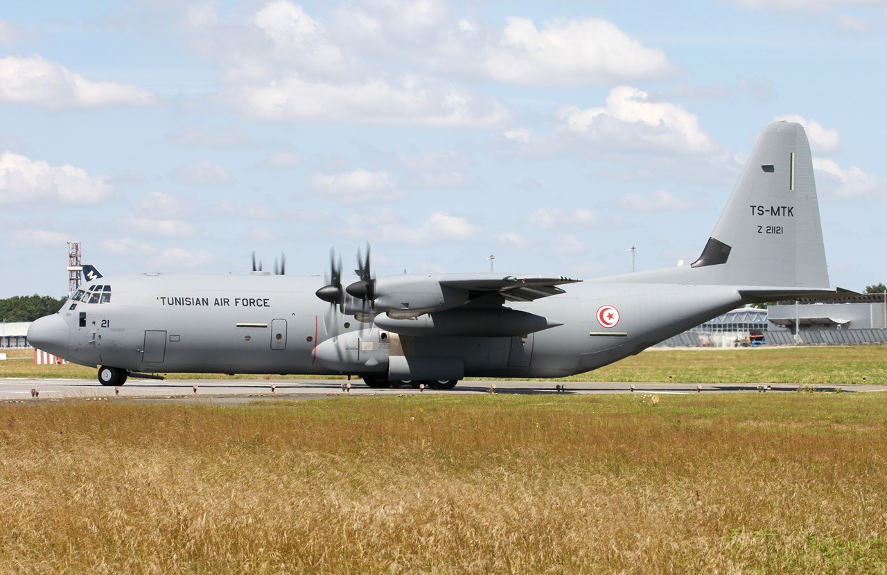 Tunisian Air Force Lockheed Martin C-130J-30 TS-MTK & Divers le 10.07.14 9dc8ac