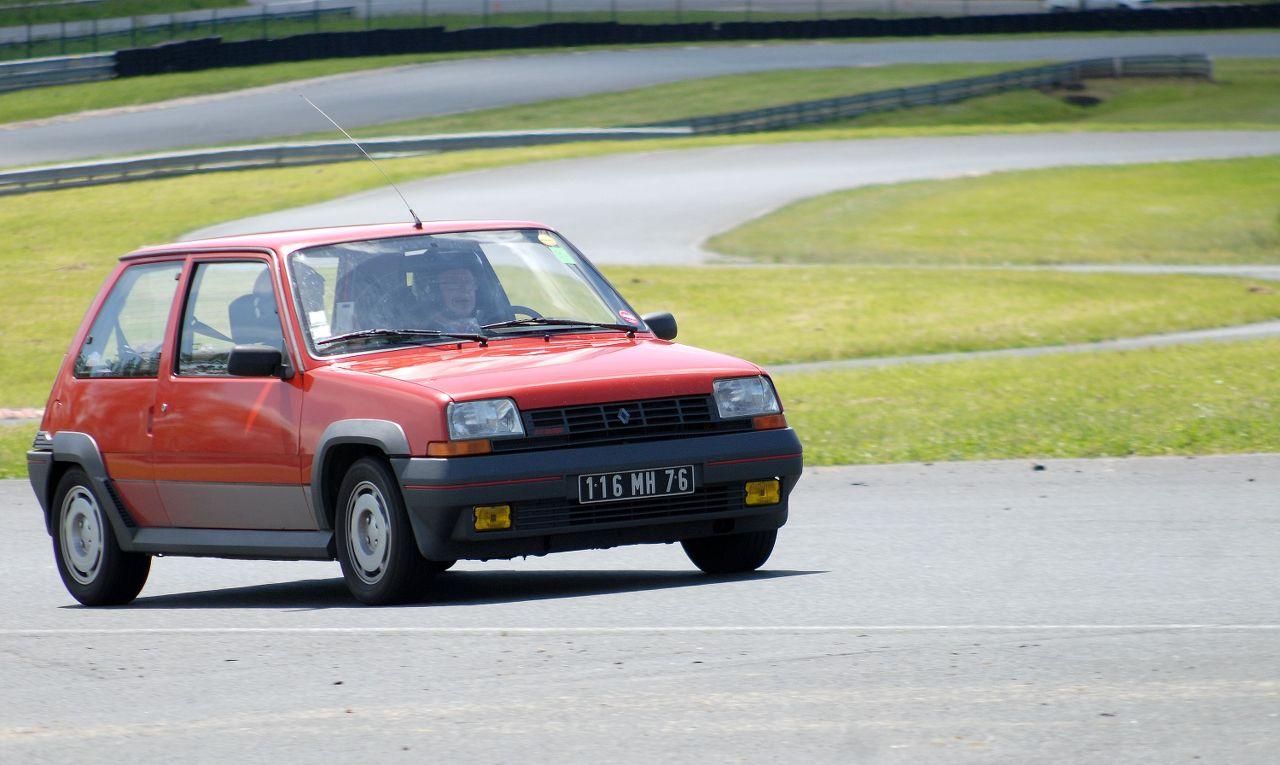Les 30 ans de la Super 5 GT Turbo à La Châtre Bv18qk