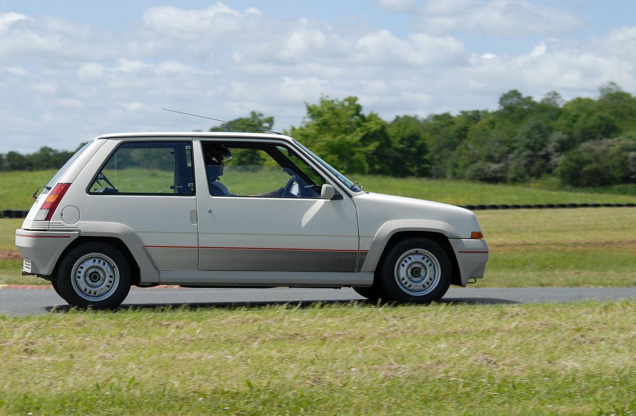 Les 30 ans de la Super 5 GT Turbo à La Châtre 3XF4zS