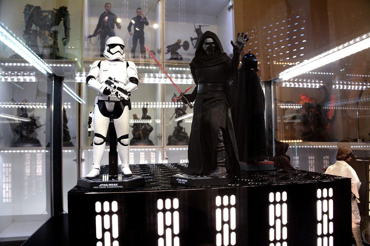 Star Wars Acrylic Display Case  QTCezO