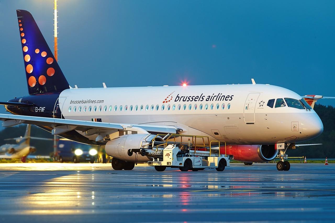 [29/10/2017] Sukhoi Superjet SSJ-100 (EI-FWF) Brussels Airlines 4YvWOk