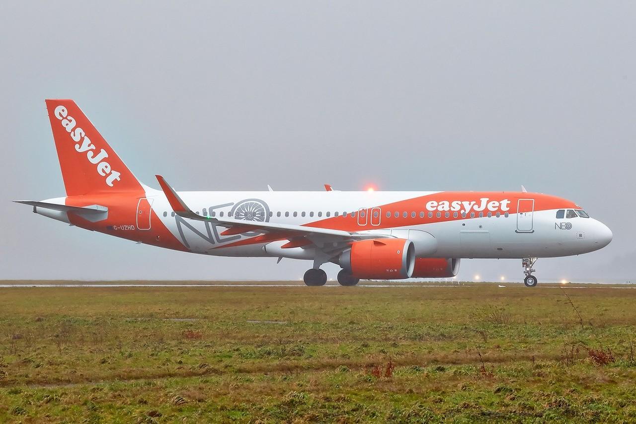 [30/12/2017] Airbus A320Neo (G-UZHD) EasyJet B8224F